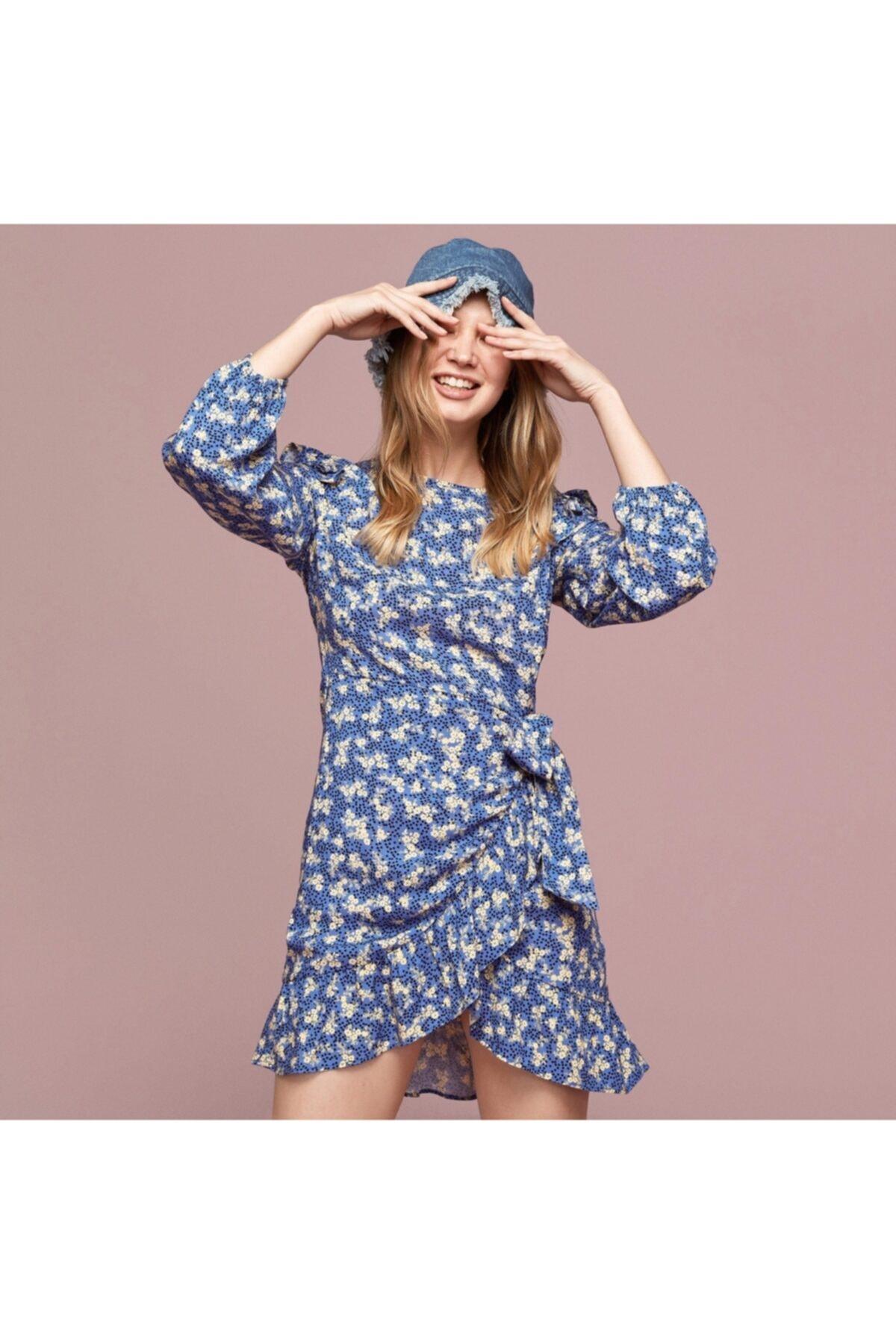 Çiçekli Bağlama Detaylı Mini Elbise