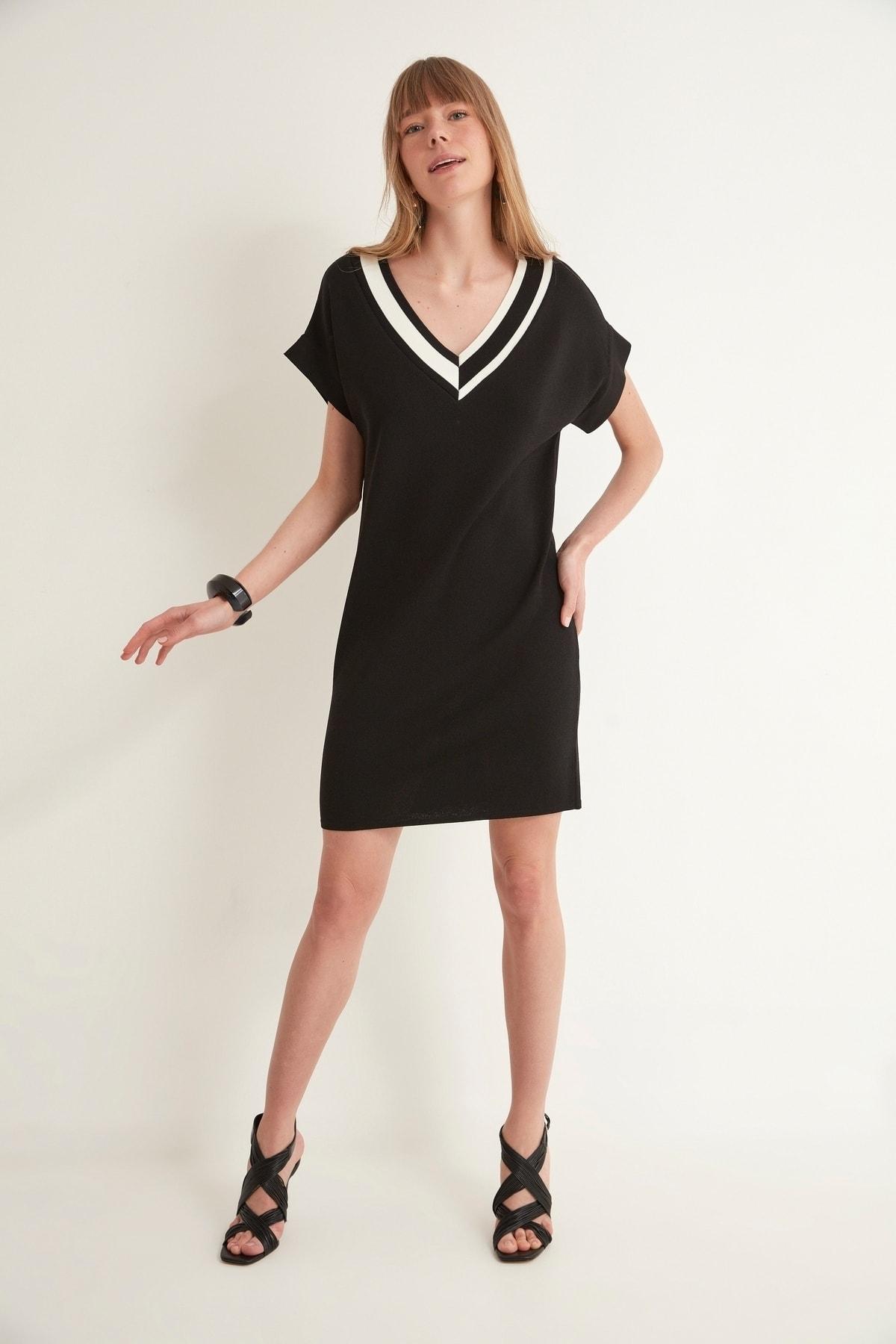 V Yaka Kısa Kol Triko Elbise