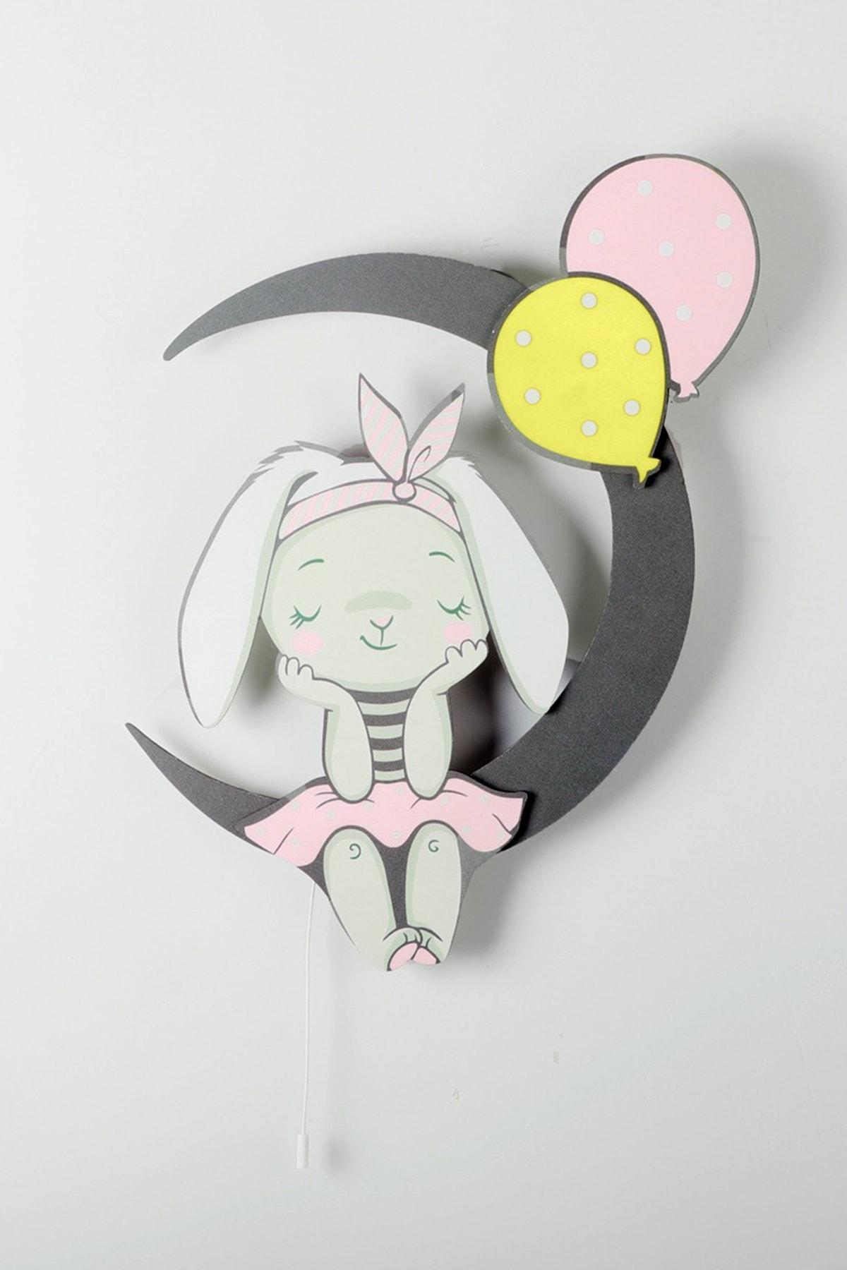 Ayda Oturan Balonlu Tavşan