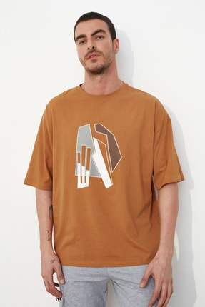 TRENDYOL MAN Camel Erkek Kısa Kollu Oversize Fit Baskılı T-Shirt TMNSS21TS1075 0