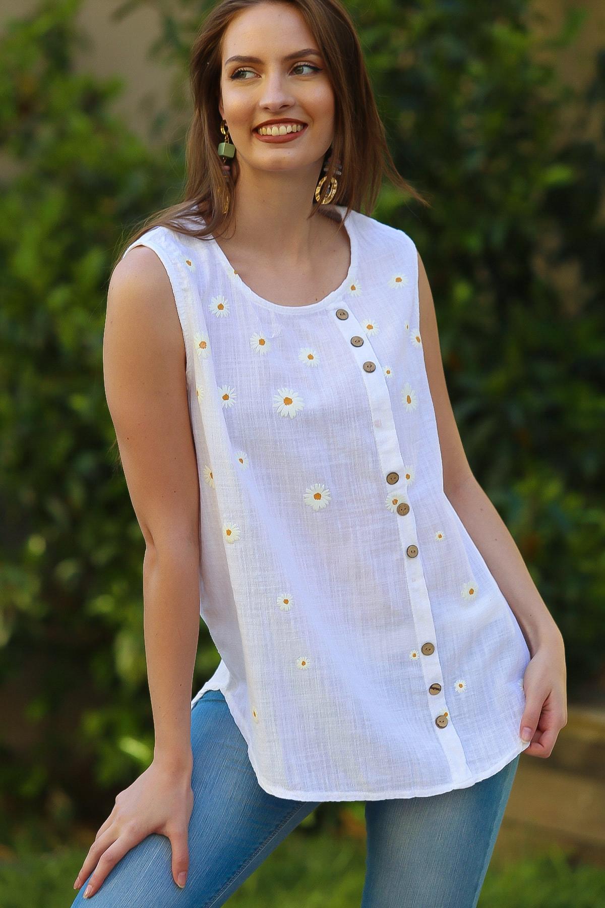 Kadın Beyaz Sıfır Yaka Papatya Baskılı Düğme Detaylı Kolsuz Dokuma Bluz M10010200BL95325