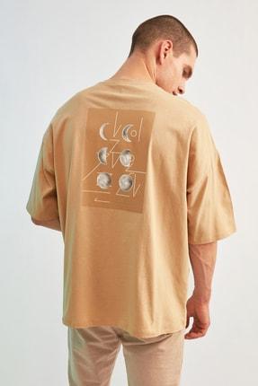 TRENDYOL MAN Bej Erkek Kısa Kollu Sırt Baskılı Oversize T-Shirt TMNSS21TS0617 3