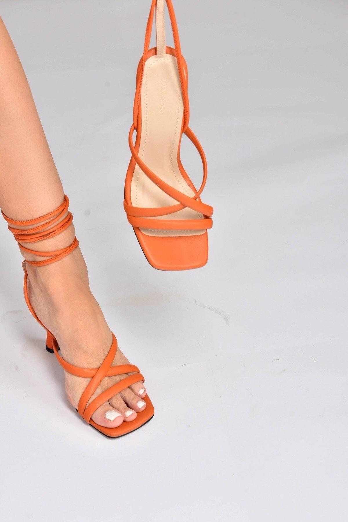 Kadın Turuncu Bilek Bağlamalı Topuklu Ayakkabı K404070209