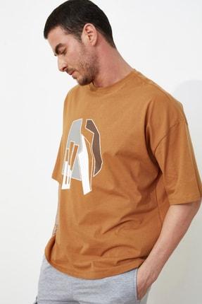 TRENDYOL MAN Camel Erkek Kısa Kollu Oversize Fit Baskılı T-Shirt TMNSS21TS1075 1