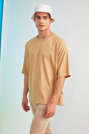 TRENDYOL MAN Bej Erkek Kısa Kollu Sırt Baskılı Oversize T-Shirt TMNSS21TS0617 1