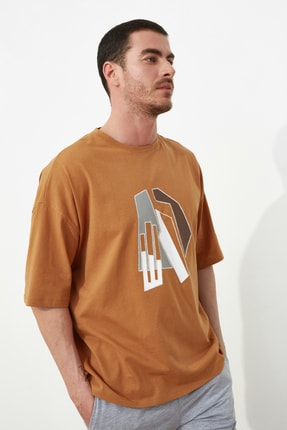 TRENDYOL MAN Camel Erkek Kısa Kollu Oversize Fit Baskılı T-Shirt TMNSS21TS1075 2