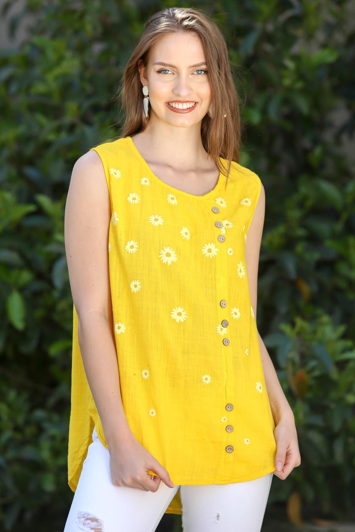 Kadın Sarı Sıfır Yaka Papatya Baskılı Düğme Detaylı Kolsuz Dokuma Bluz M10010200BL95325