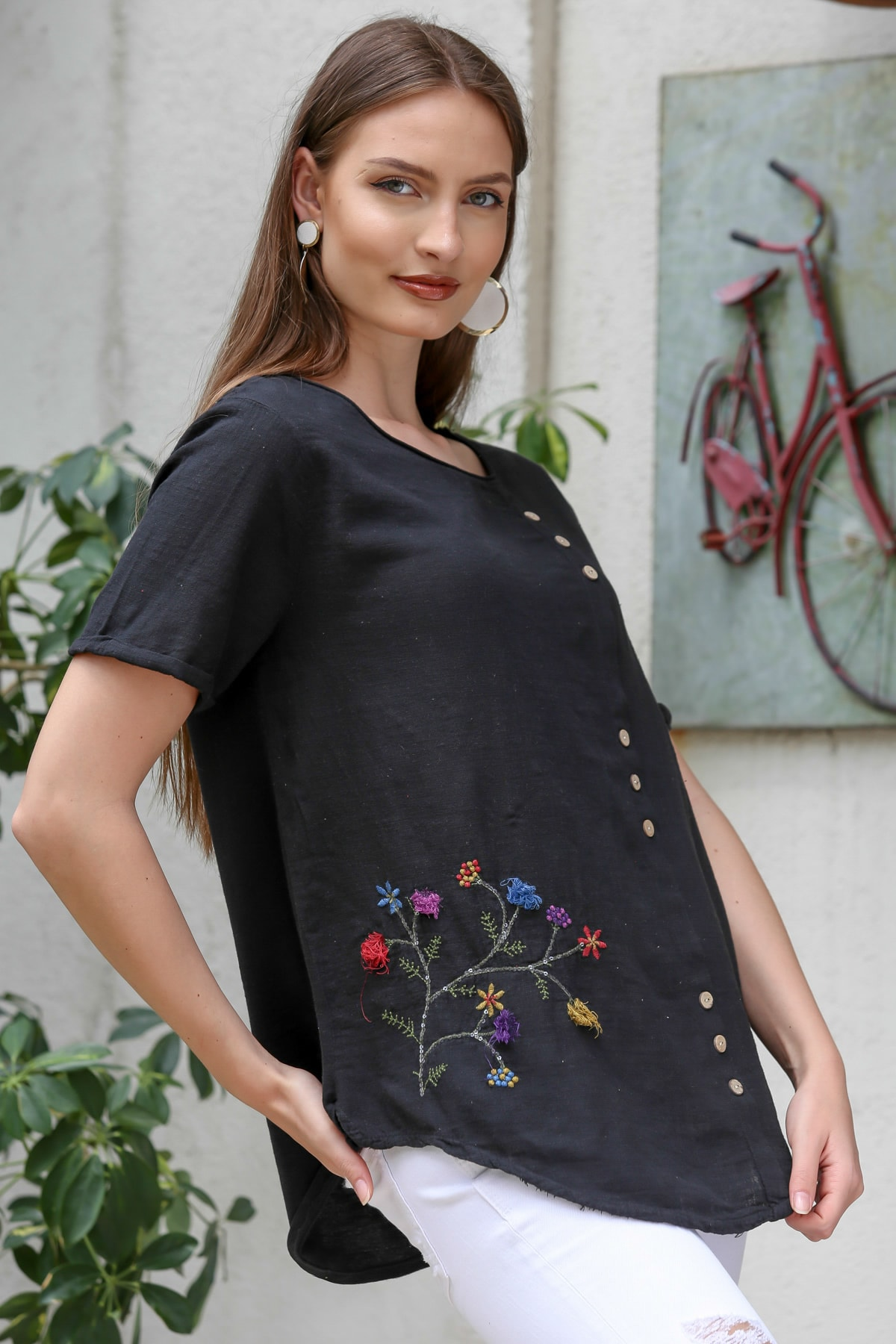 Chiccy Kadın Siyah Çiçek Buketi 3D Nakışlı Düğme Detaylı Salaş Dokuma Bluz M10010200BL95280 1