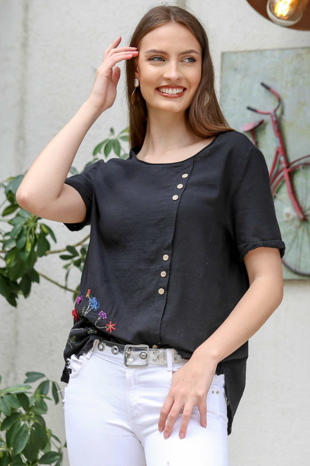 Chiccy Kadın Siyah Çiçek Buketi 3D Nakışlı Düğme Detaylı Salaş Dokuma Bluz M10010200BL95280 2
