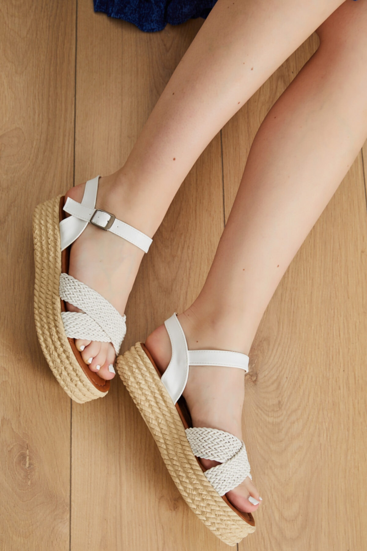 Kadın Beyaz Suni Deri Yazlık Sandalet