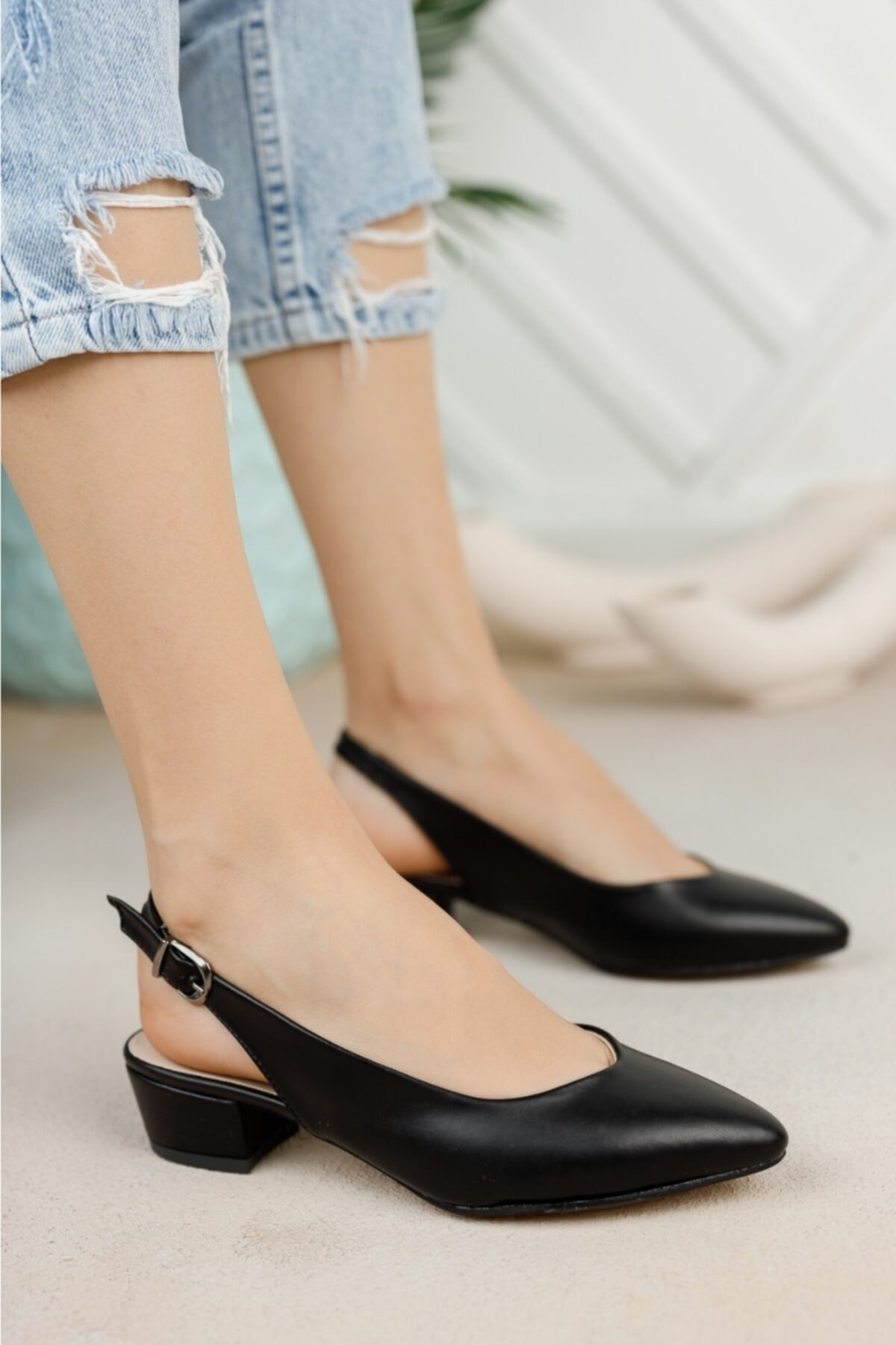 Kadın Siyah Cilt Arkası Açık Ayakkabı