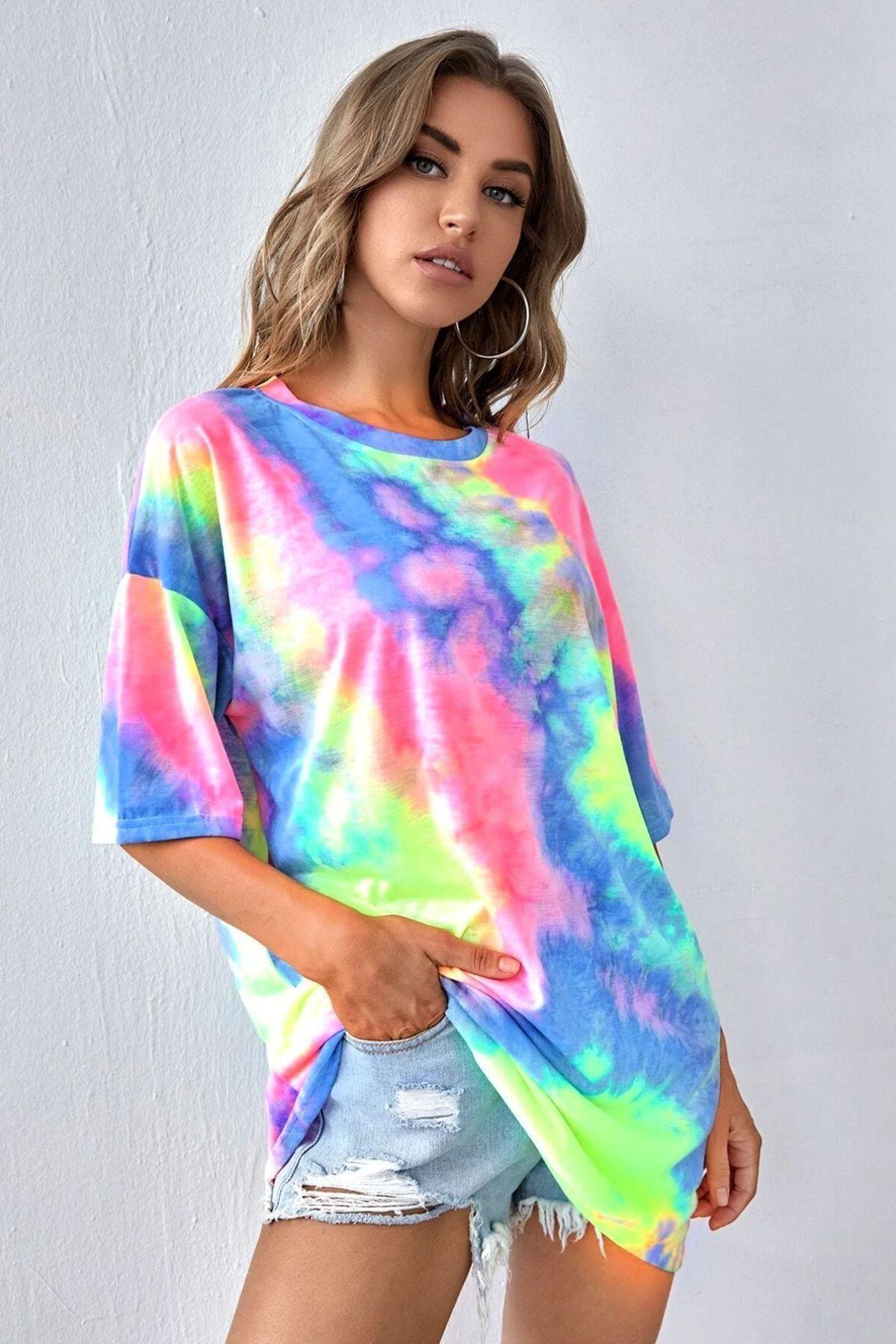 Kadın Gökkuşağı Batik Desenli Oversize T-shirt