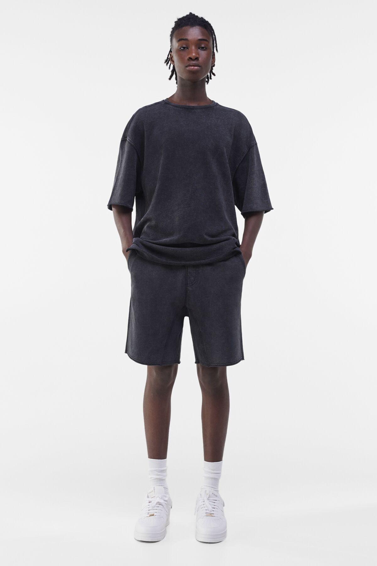 Bershka Erkek Gri Soluk Efektli Pamulu Jogger Bermuda Şort 02742240