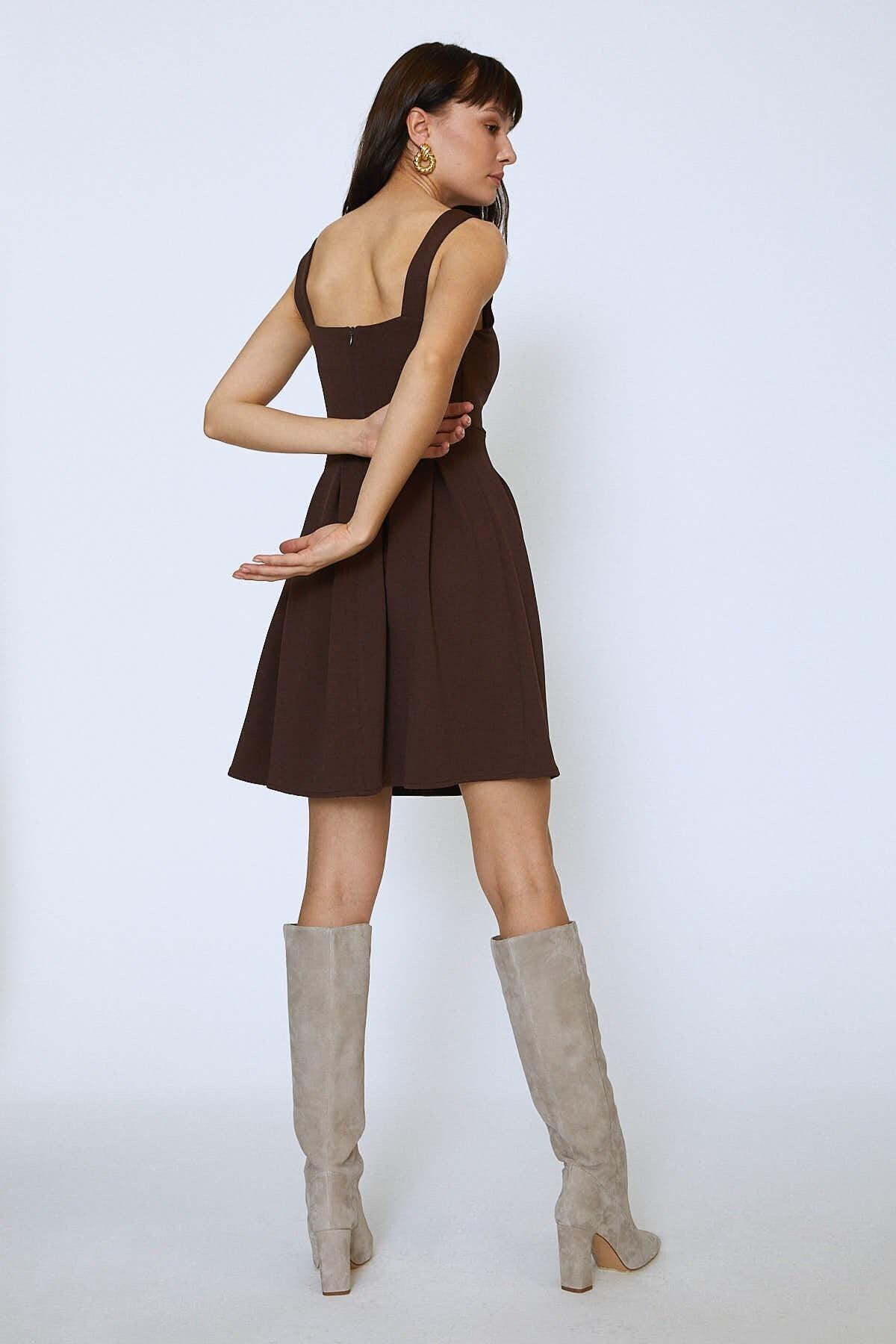 Quzu V Yaka Pileli Mini Elbise Kahve