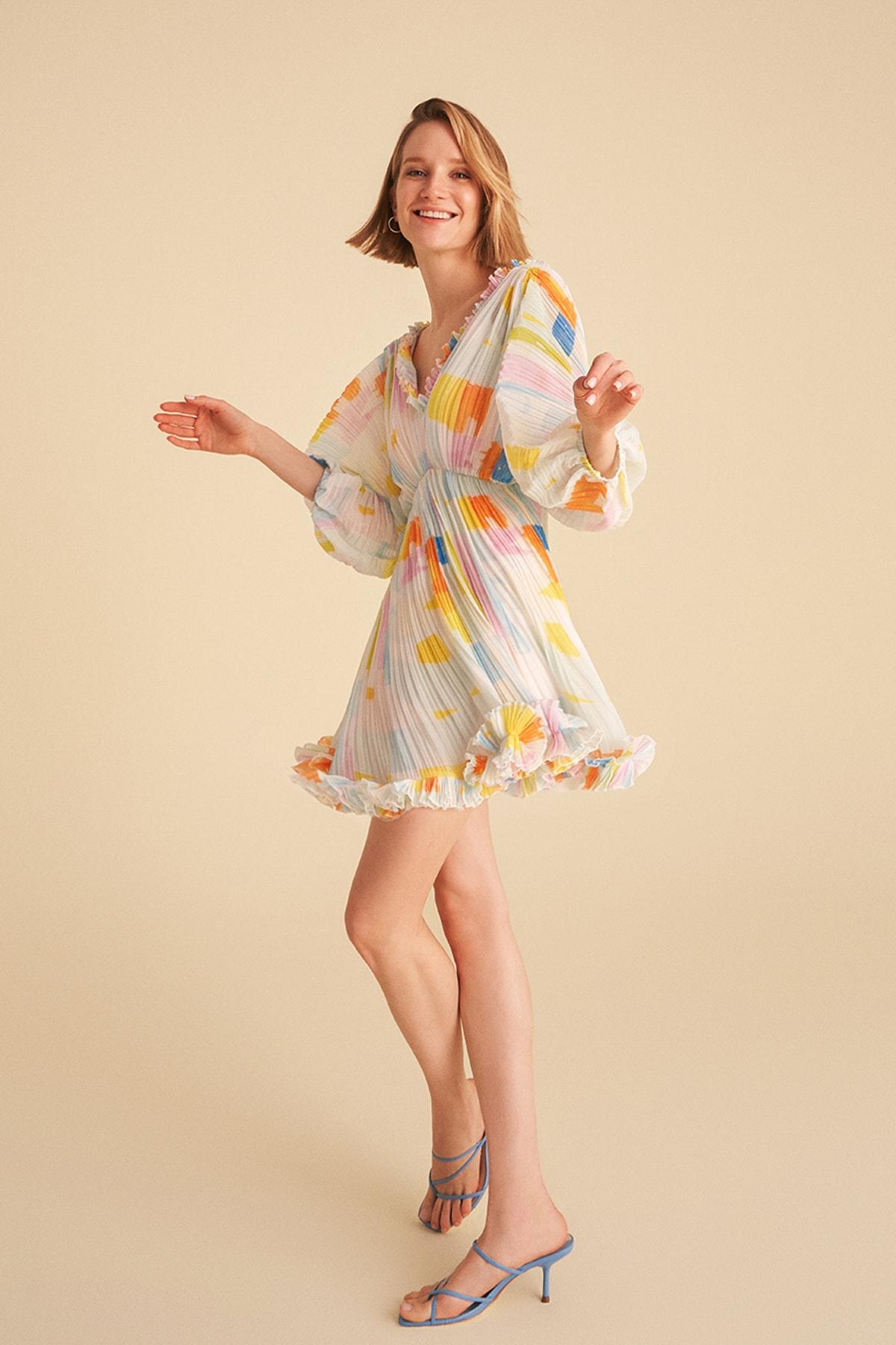 Desenli Yarasa Kol Piliseli Mini Elbise