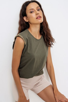 Trend Alaçatı Stili Kadın Haki Omuzları Aksesuarlı Kolsuz Bluz ALC-X6474 1