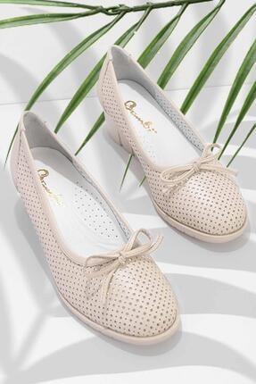 تصویر از Bej Hakiki Deri Kadın Klasik Ayakkabı K01531204303