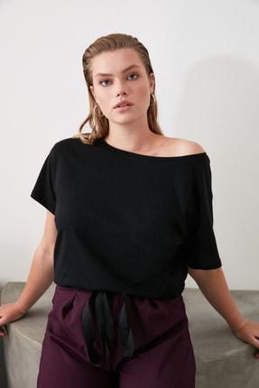 TRENDYOLMİLLA Siyah %100 Pamuk Kayık Yaka Boyfriend Örme T-Shirt TWOSS20TS0140 0