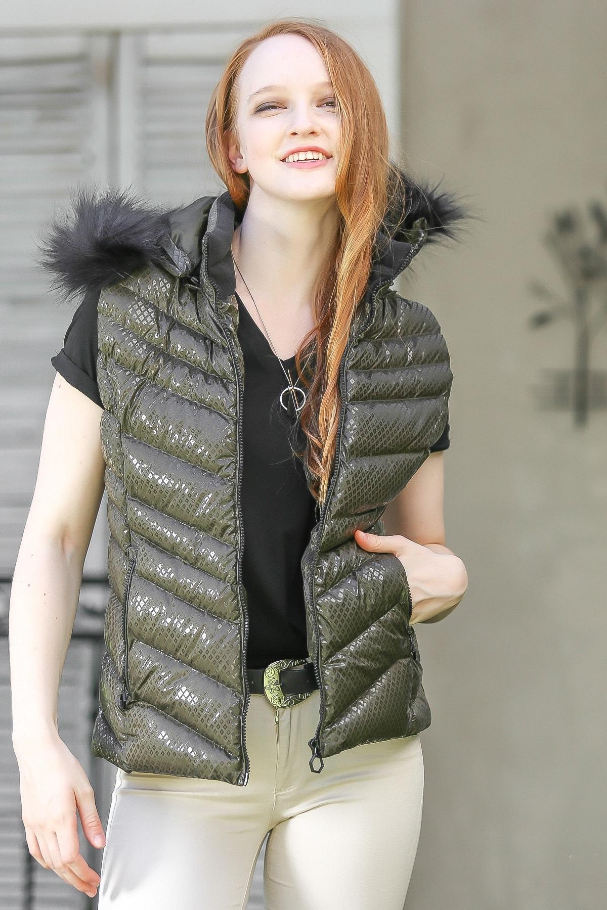 Chiccy Kadın Haki Casual kapüşonlu zikzak desen vegan kürklü cep detaylı şişme yelek M10010600YL99847 1