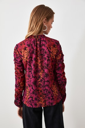 TRENDYOLMİLLA Çok Renkli Kol Detaylı Çiçek Desenli Bluz TWOAW20BZ0763 4