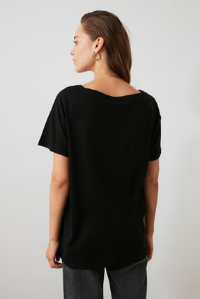 TRENDYOLMİLLA Siyah %100 Pamuk Kayık Yaka Boyfriend Örme T-Shirt TWOSS20TS0140 2