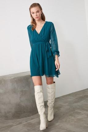 TRENDYOLMİLLA Zümrüt Yeşili Kuşaklı Elbise TWOAW20EL0789 1