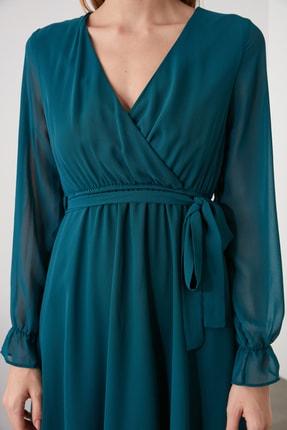 TRENDYOLMİLLA Zümrüt Yeşili Kuşaklı Elbise TWOAW20EL0789 3