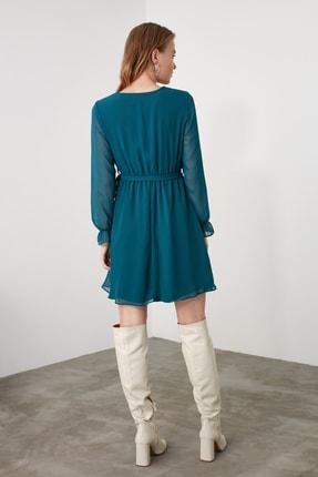 TRENDYOLMİLLA Zümrüt Yeşili Kuşaklı Elbise TWOAW20EL0789 4