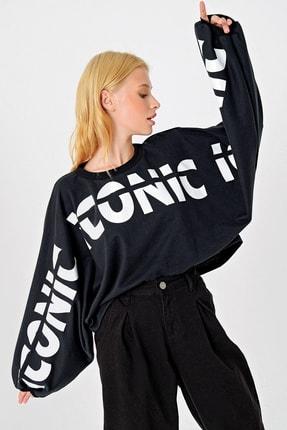 Trend Alaçatı Stili Kadın Siyah Yarasa Kollu Baskılı Tasarım Crop Sweatshırt MDA-1014 0