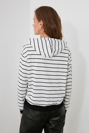 TRENDYOLMİLLA Beyaz Çizgili Basic Örme Sweatshirt TWOAW21SW0789 3