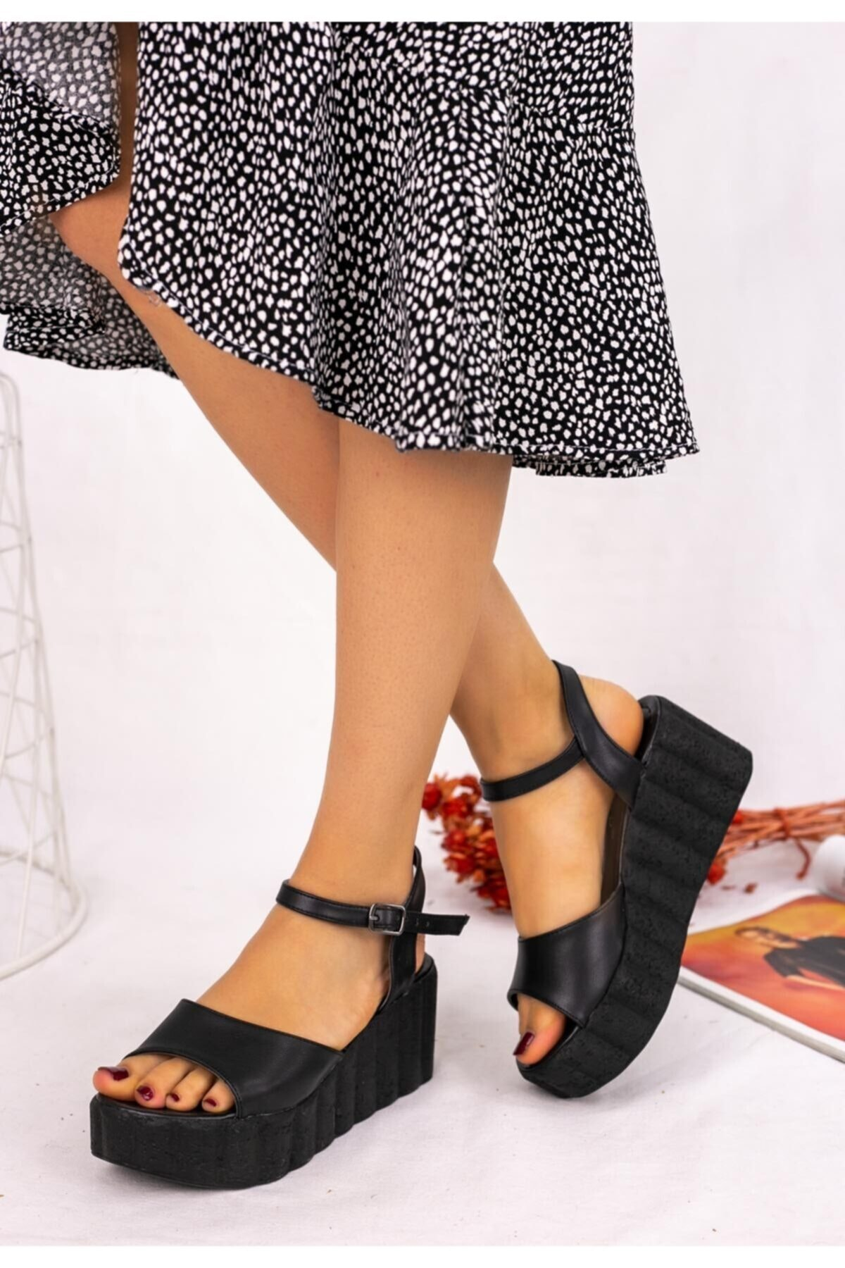 Erbilden Kadın Siyah Cilt Siyah Dolgu Topuk Sandalet