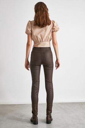TRENDYOLMİLLA Koyu Kahverengi Kaplamalı Yüksek Bel Skinny Jeans TWOAW21JE0349 4