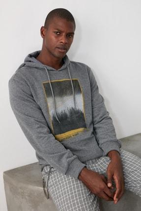 TRENDYOL MAN Antrasit Erkek Baskılı Kapüşonlu Regular Sweatshirt TMNAW21SW0519 1