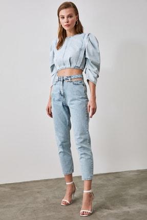 TRENDYOLMİLLA Mavi Cut Out Detaylı Yüksek Bel Mom Jeans TWOAW21JE0268 1