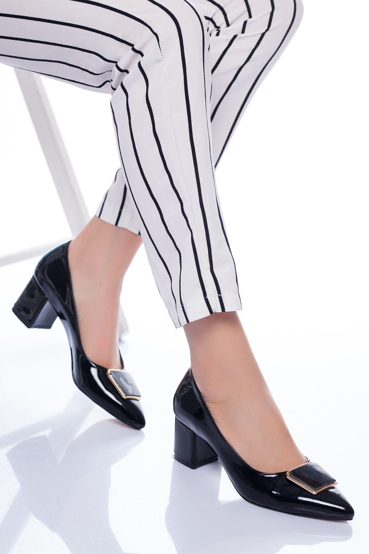Radikal Kadın Siyah Rugan Topuklu Ayakkabı Della