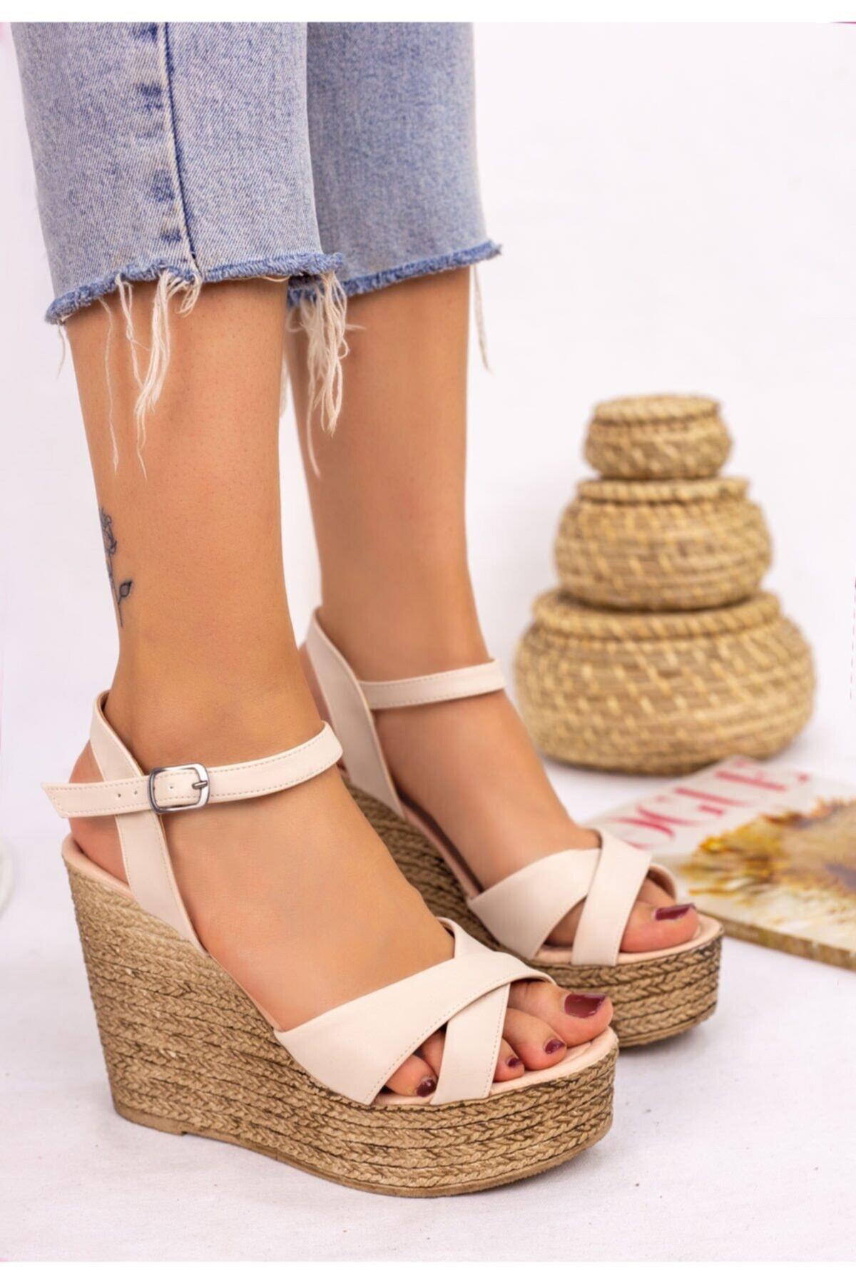 Erbilden Kadın Krem Cilt Dolgu Topuk Sandalet