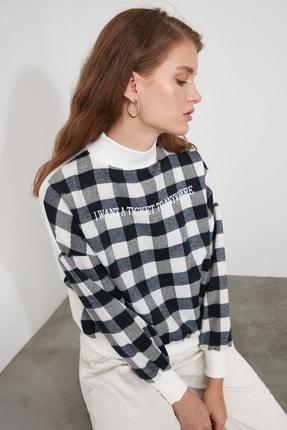 TRENDYOLMİLLA Lacivert Dik Yaka Ekoseli Loose Örme Sweatshirt TWOAW21SW0151 2
