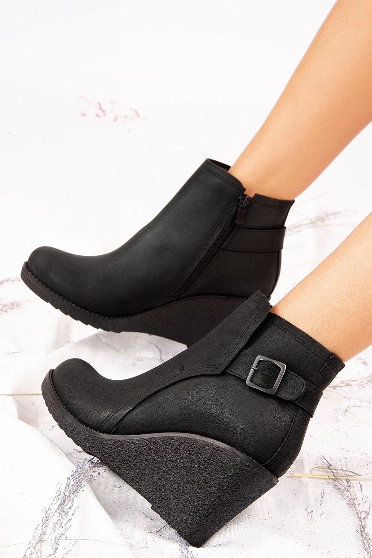 Fox Shoes Kadın Siyah Tokalı Topuklu Bot