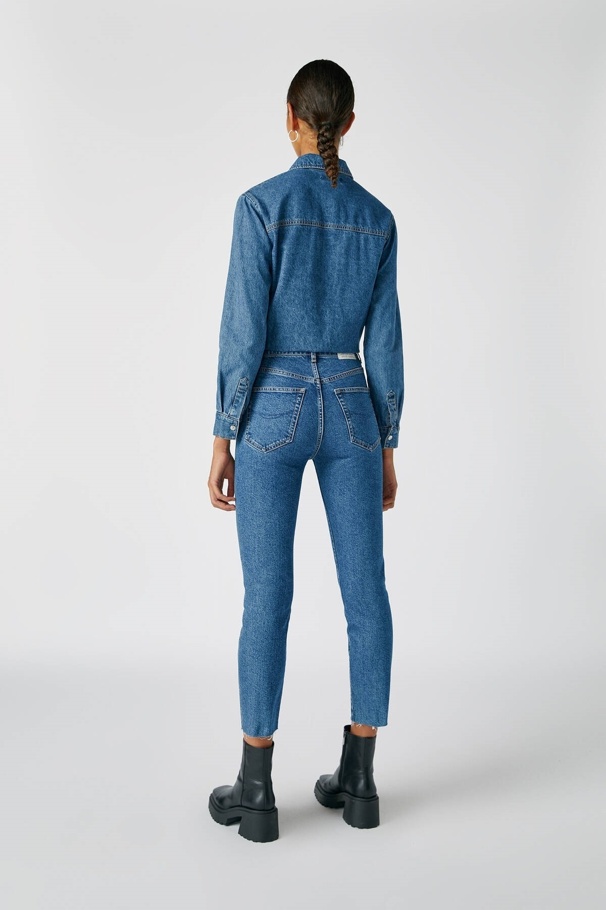 Pull & Bear Kadın Mavi Comfort Slim Fit Mom Jean 05682305 1