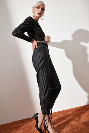 TRENDYOLMİLLA Siyah Kuş Gözü Detaylı Suni Deri Pantolon TWOAW21PL0244 4