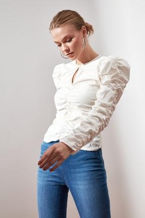 TRENDYOLMİLLA Beyaz Büzgülü Bluz TWOAW21BZ0722 1