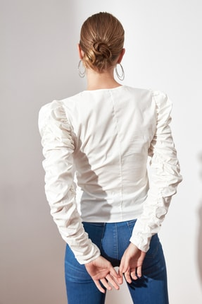 TRENDYOLMİLLA Beyaz Büzgülü Bluz TWOAW21BZ0722 4