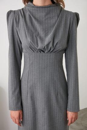 TRENDYOLMİLLA Gri Yaka Detaylı Elbise TWOAW21EL1595 3