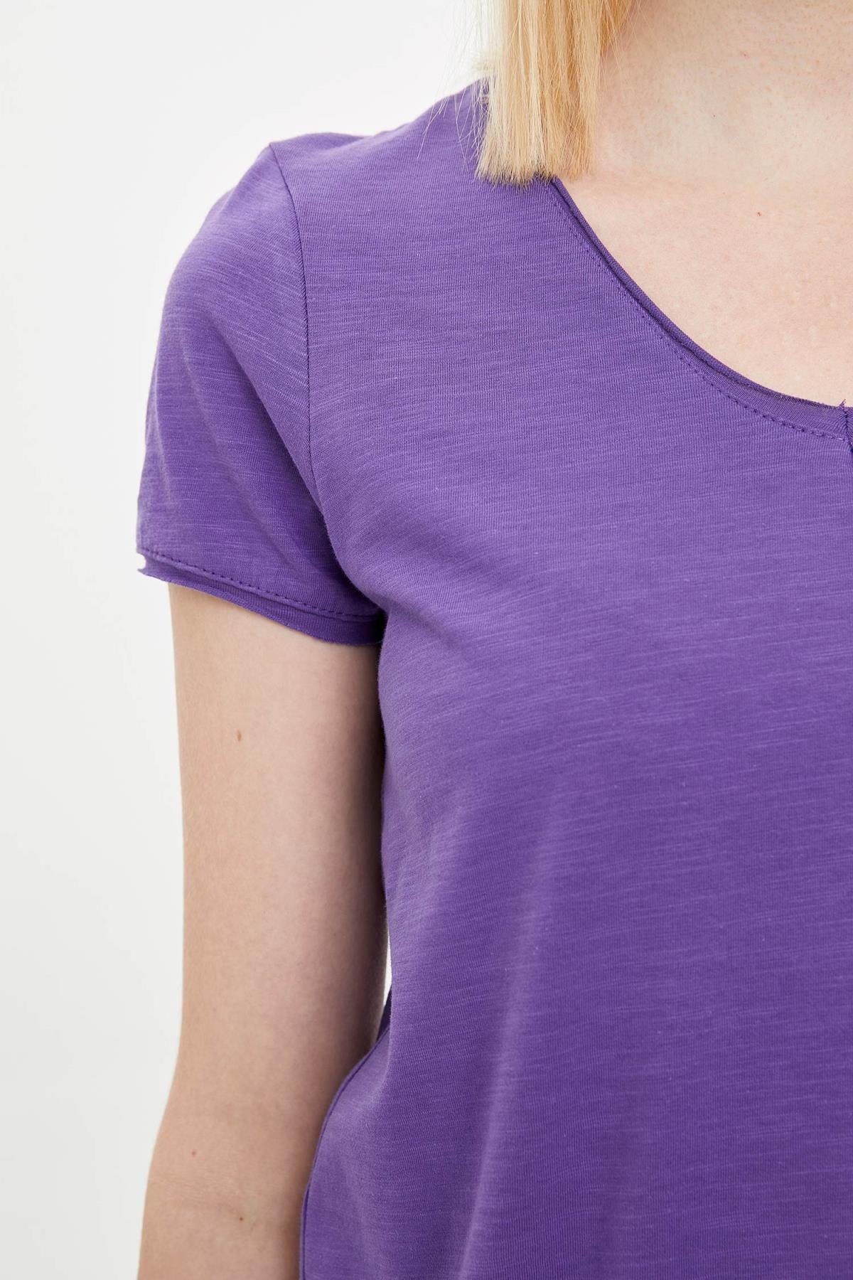 Defacto Kadın Mor V Yakalı Kısa Kollu T-Shirt K1507AZ.20SP.PR68 2