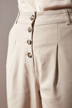 TRENDYOLMİLLA Bej Düğme Detaylı Pantolon TWOAW21PL0122 2