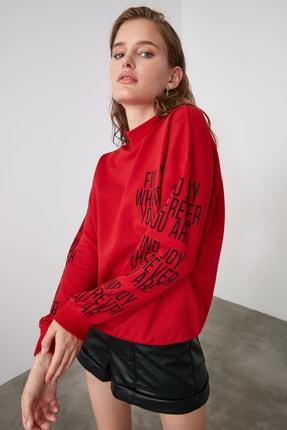 TRENDYOLMİLLA Kırmızı Baskılı Dik Yaka Örme Sweatshirt TWOAW21SW0773 1