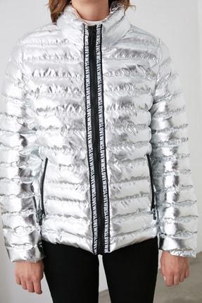 TRENDYOLMİLLA Gümüş Parlak Şişme Mont TWOAW20MO0034 3
