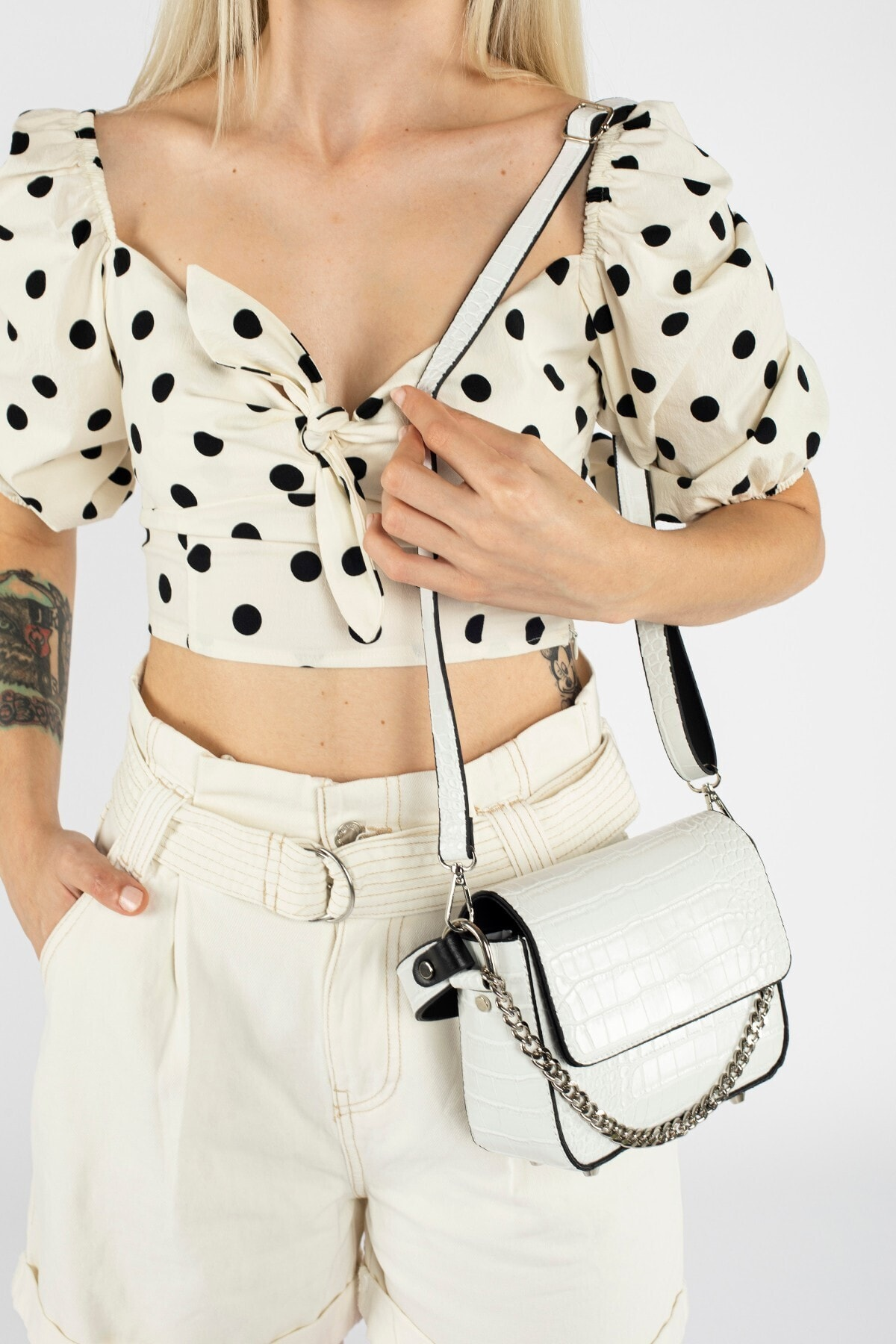 Beyaz Kroko Kadın Kapaklı Zincirli Çapraz Çanta