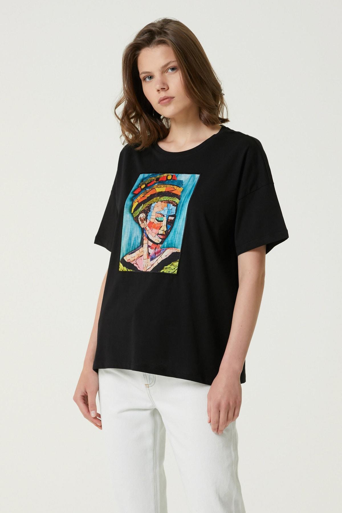 Kadın Geniş Fit Siyah Baskılı T-shirt 1079942
