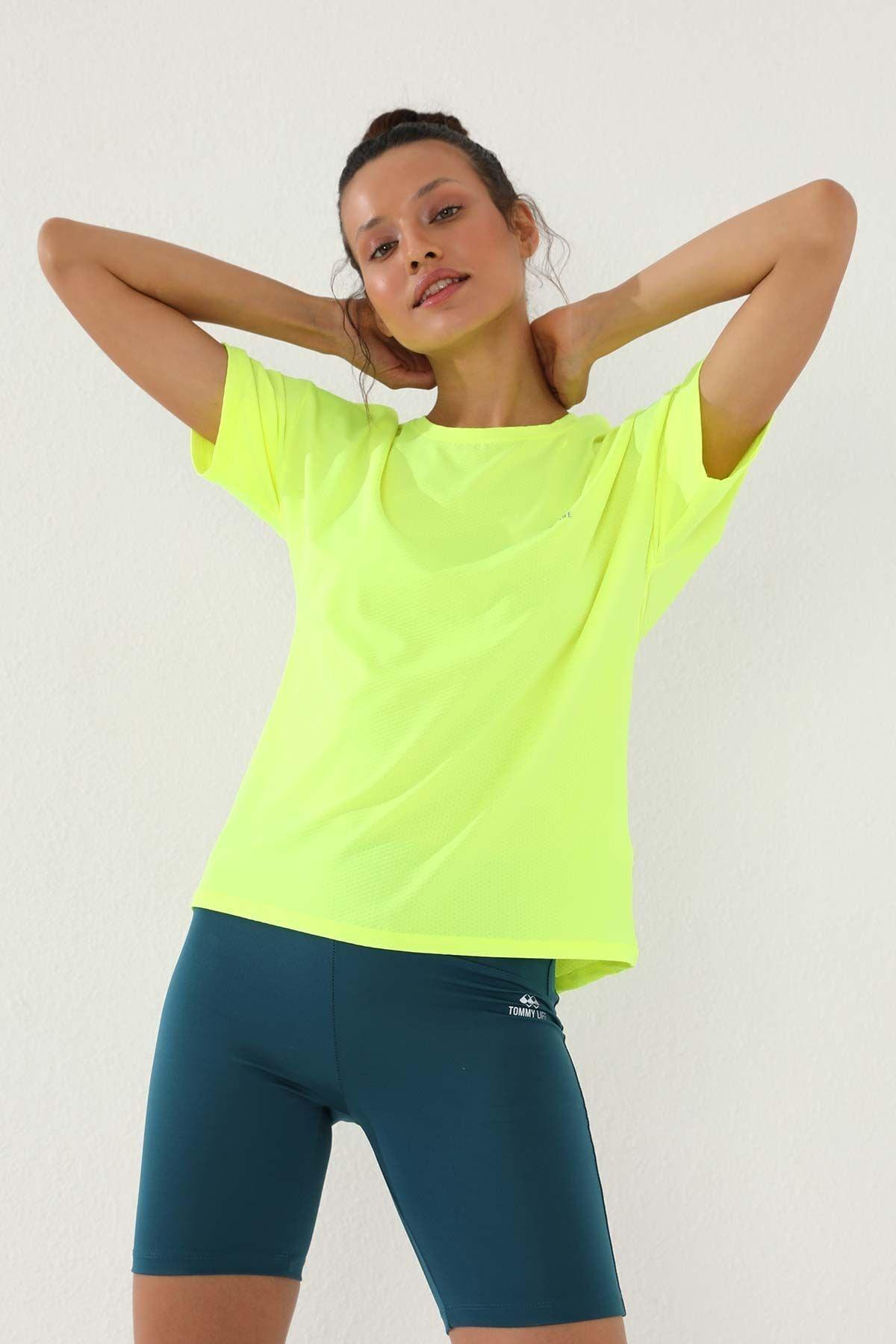 Neon Sarı Kadın Arkası Uzun Kısa Kol Standart Kalıp O Yaka T-shirt - 97152